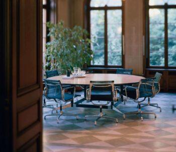 Vitra -segmented Table