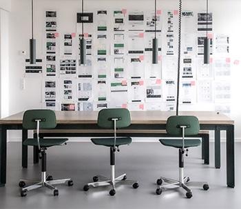 indretning-af-hovedkontor-BOTIUM-arbejdsrum-350x303